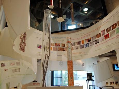 建築家・平田晃久さんが手掛けた会場では「レッジョ・アプローチ」の6つのテーマ、23のプロジェクトを紹介する