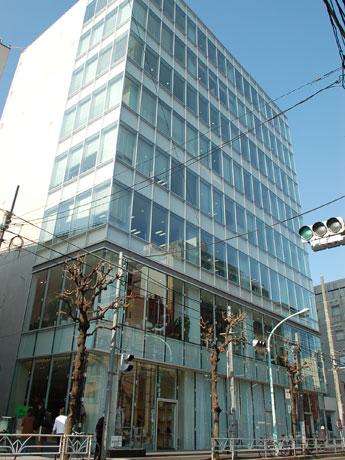 同社が入居するビル(写真=外観)1階の多目的スペース「Theatre CYBIRD」で開催する