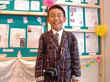 「みんなが笑顔になれるように」と話す小学4年生の編集長・金岡陸君