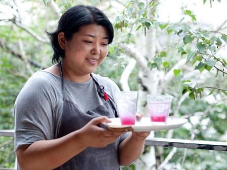 期間中は酵素を使った料理や飲み物も提供する。写真は飯島奈美さん