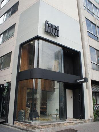 無印良品の路面1号店「無印良品青山」をリニューアルする店舗外観