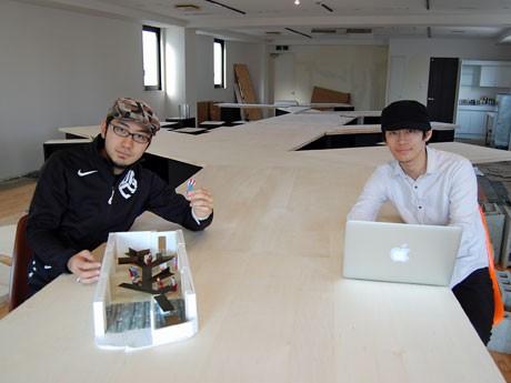 内装工事が進む「co-ba」店内。写真は(左から)中村真広さん、村上浩輝さん