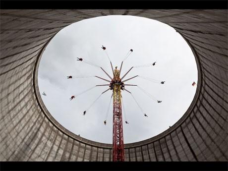 現在も稼働中の原子力発電所内と、停止、解体された発電所で撮影された「アンダー・コントロール」より©Stefanescu/Sattel/Credofilm