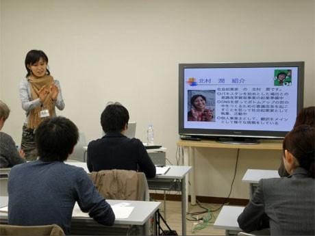 ビジネスやエンターテインメント、アート、語学など幅広い講座を用意する