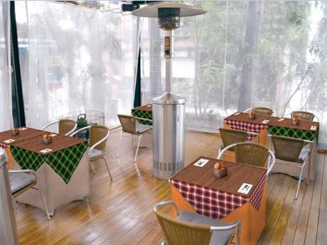 「dining cafe HOME」のテラス席は「こたつ風」にアレンジしたスタイルで「こたつカフェ」(写真=イメージ)を提案する