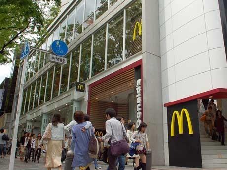 2階・3階に位置する国内最大面積・席数となる「マクドナルド原宿表参道店」