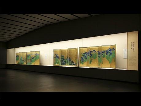 約100年ぶりに同時展示されている国宝「燕子花図」と米メトロポリタン美術館所蔵「八橋図」