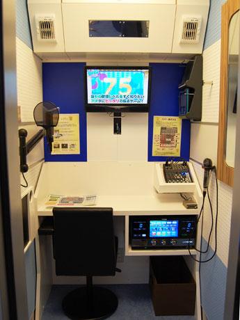 コンデンサーマイクや鏡を設置する通常のピット(=個室)