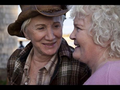 オープンにング作品、70代のおばあちゃんカップルの逃避行ロードムービー「夕立ちのみち」(トム・フィッツジェラルド監督)より