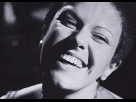 1982年に亡くなったブラジル人女性歌手エリス・レジーナの実録映画「エリス・レジーナ ~ブラジル史上最高の歌手~」より