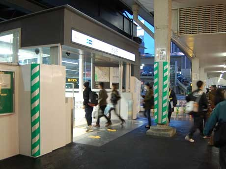 東横線渋谷駅と渋谷ヒカリエを結ぶ跨道橋の下に設けられた新14番出入り口