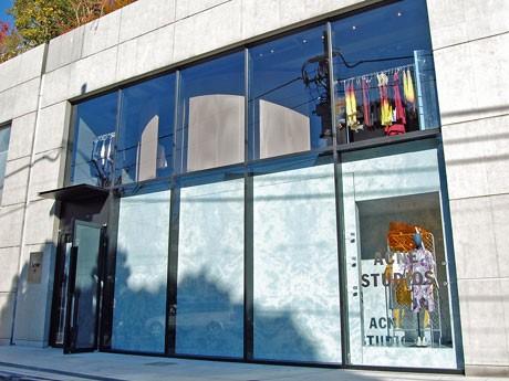アジア初の路面店となる「ACNE STUDIOS AOYAMA」の外観
