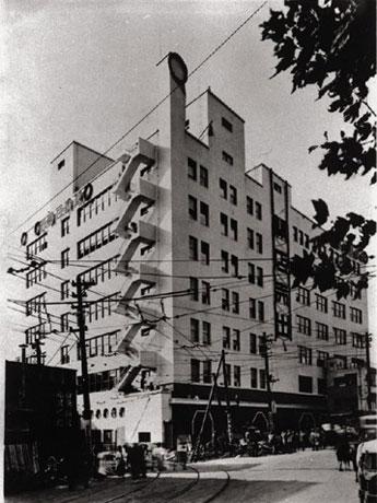 1934(昭和9)年開業時の東横百貨店(現東急百貨店東横店)。写真提供=東京急行電鉄
