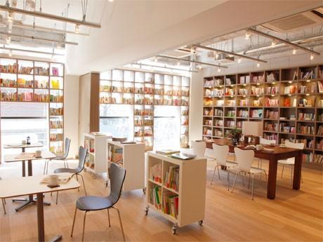 2階「brisa libreria」の店内。カフェバーやスパなども併設する