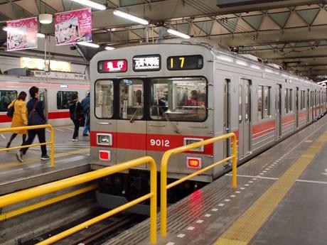 向谷実さんが作曲した駅メロを導入する東急東横線渋谷駅のホーム