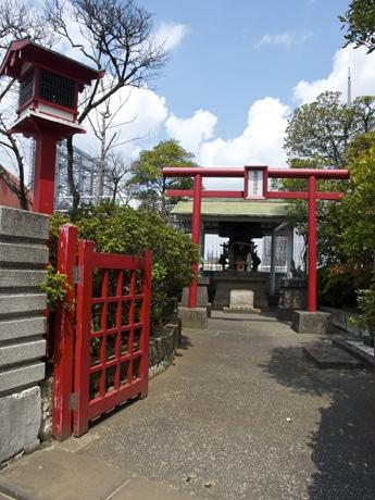 移設前の「東横稲荷神社」