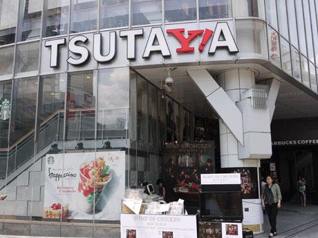 TSUTAYAのロゴの「Y」がYahoo! JAPANのロゴの「Y!」にジャックされているSHIBUYA TSUTAYAのファサード