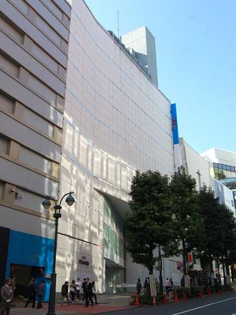 「無印良品」大型店と「ロフト」新業態が出店を控える西武渋谷店モヴィーダ館の外観