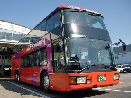 乗員含め70人が乗車可能な2階建ての「VISIT SHIBUYA号」