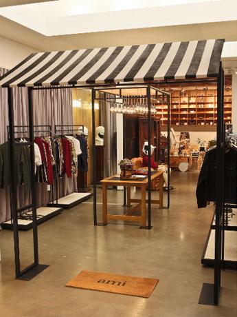 パリの旗艦店を再現したという期間限定店