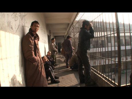 精神病院に暮らす人たちの姿を捉えた「収容病棟」より ©Wang Bing and Y. Production
