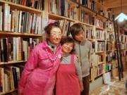 恵比寿に「写真集食堂 めぐたま」-飯沢耕太郎さんの私物写真集4500冊