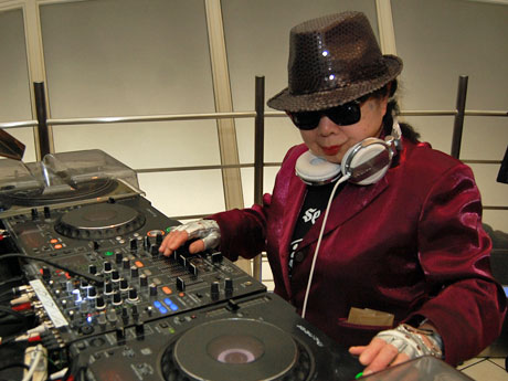 「DJおばあちゃん」DJ SUMIROCKこと岩室純子さん