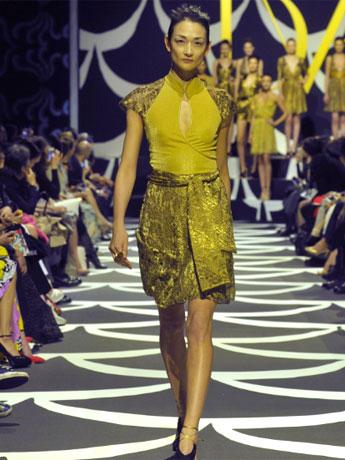 スペシャルプログラム「ダイアン フォン ファステンバーグ」のショーにはモデルの冨永愛さんが登場©Japan Fashion Week Organization