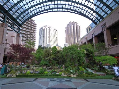 センター広場に設置した「ドリームガーデン」