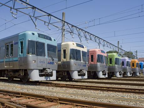 渋谷駅に乗り入れる京王井の頭線1000系車両