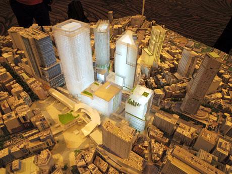 初めて公開された1/500スケールの模型。1日から渋谷ヒカリエ11階スカイロビーで一般公開