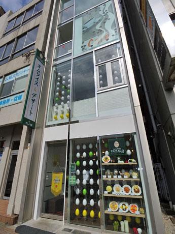 青山通り沿いの店舗外観