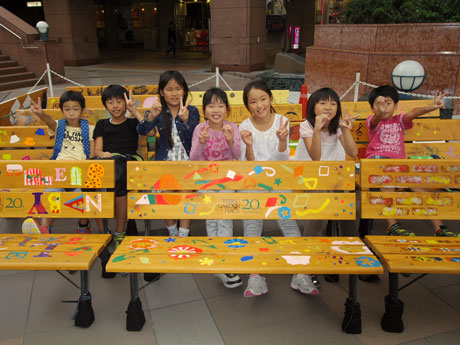 恵比寿ガーデンプレイス開業20周年-小学生らが作ったベンチも
