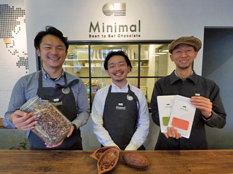 (左から)取締役の田淵康佑さん、山下貴嗣社長、エンジニアリングディレクター朝日将人さん