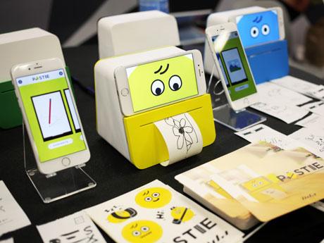 マートフォンに書いた手書きのメッセージをそのまま手紙として届けられるIoTデバイス「POSTIE」