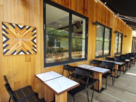 出店予定地には現在も「タルティーン ベーカリー&カフェ」のサインが掲出されている