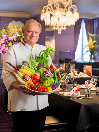 「料理は健康を感耐えたものになる」と話すジョエル・ロブションさん