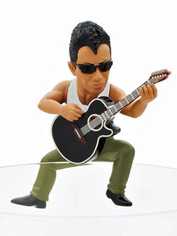 ギターを演奏しているデザインの「長ふち剛」
