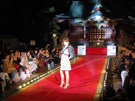 3月に金王八幡宮境内で行ったファッションショーの様子