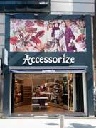 渋谷・井の頭通りにロンドン発服飾雑貨「アクセサライズ」旗艦店 レスポ傘下で再攻勢へ