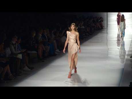 ファッション産業のこれまでの過程や現在を捉えて未来を考察する「ザ・トゥルー・コスト」より