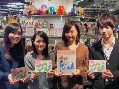 開発に協力した青山学院大学の(左から)中村有里さん・長野恭子さん・川島千佳さん・片山舜太さん