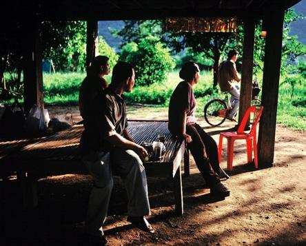 カンヌ国際映画祭でパルムドールを受賞した「ブンミおじさんの森」より©Kick the Machine Films