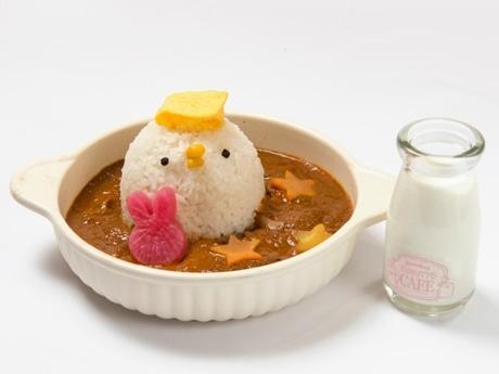 ご飯を「ピスケ」の姿にかたどって提供するチキンカレー©kanahei/TXCOM