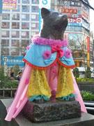渋谷・ハチ公像がドレスアップ 桜をモチーフに学生がデザイン