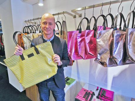 オープンに合わせて来日したデザイナーのステファン・ヴェルディーノさん