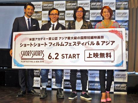 4月19日に開いた記者会見に参加した(左から)別所哲也さん、レスリー・キーさん、行定勲監督、LiLiCoさん