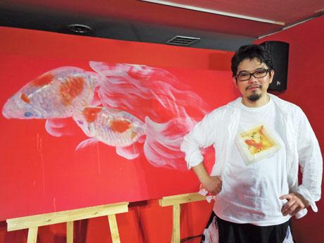 「僕の金魚の愛で方を感じてほしい」と呼び掛ける深堀隆介さん
