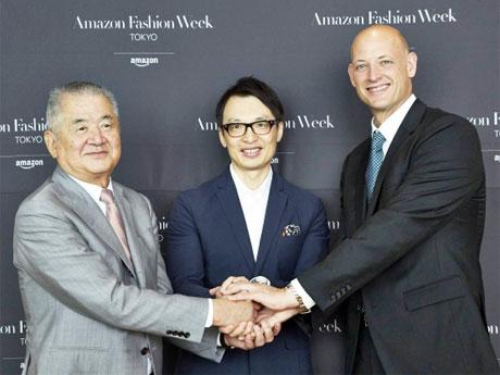 写真中央がアマゾン・ジャパンのジャスパー・チャン社長