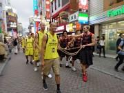 渋谷拠点の「サンロッカーズ渋谷」「アルバルク東京」、バスケ通りをパレード
